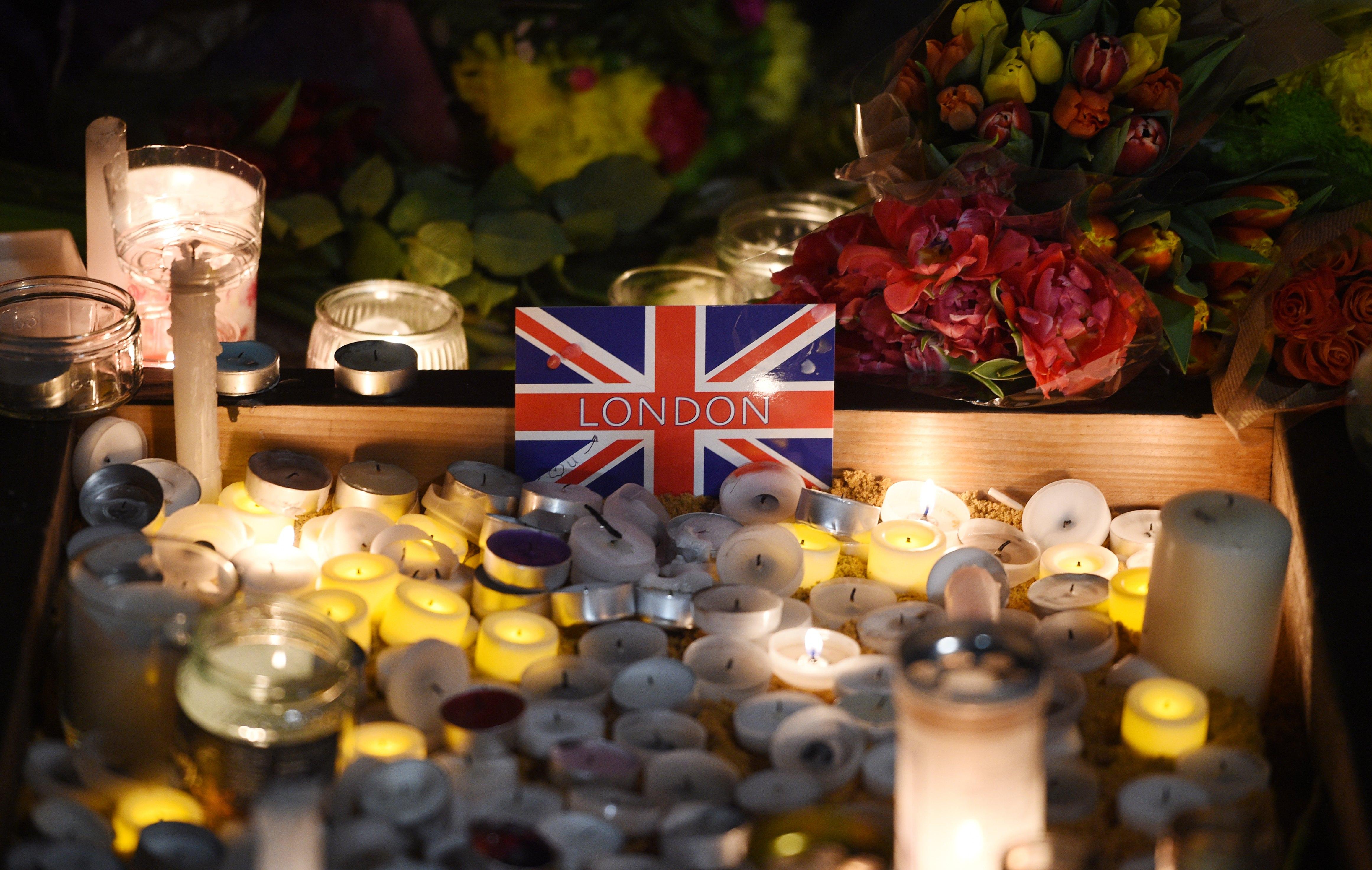 Candles are lit during a vigil in Trafalgar Square in London, Britain, 23 March 2017. EPA/FACUNDO ARRIZABALAGA