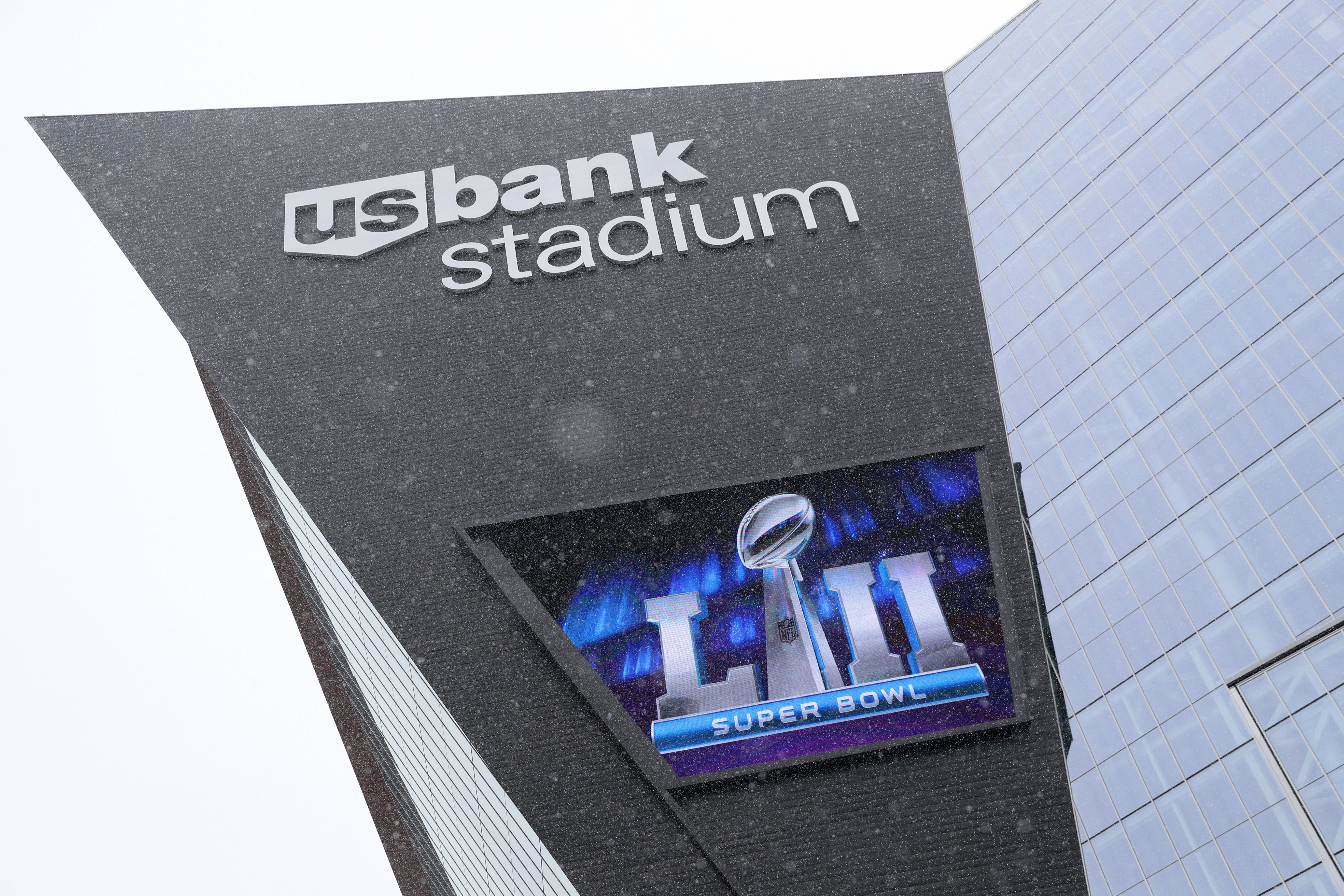 Snow falls in front of US Bank Stadium on the eve of Super Bowl LII at US Bank Stadium in Minneapolis, Minnesota, USA, on 03 February 2018. The NFC ChampionsPhiladelphiaEagleswill play the AFC Champions New England Patriots in the National Football League's annual championship game on 04 February. EFE