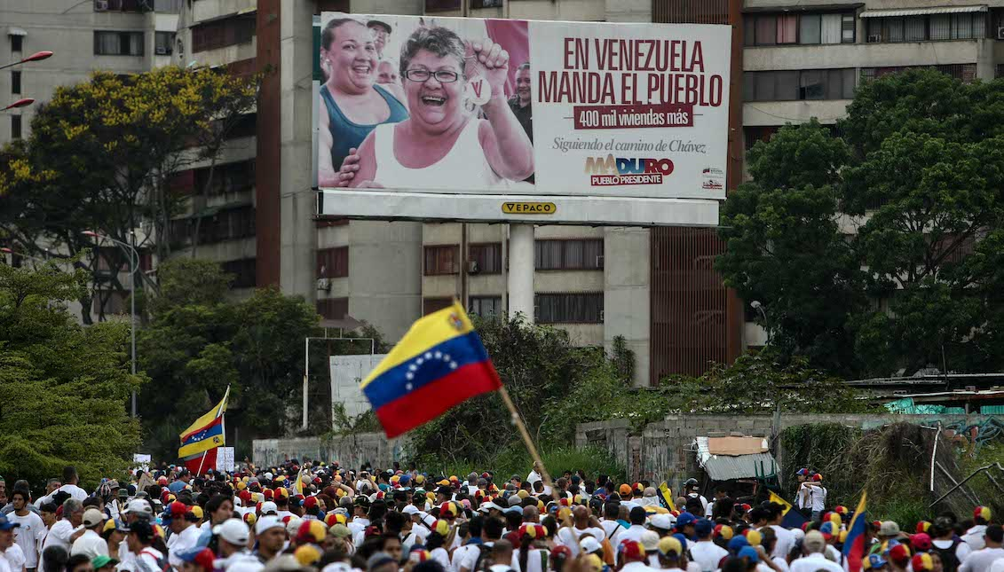 marcha atrás tetonas venezolanas