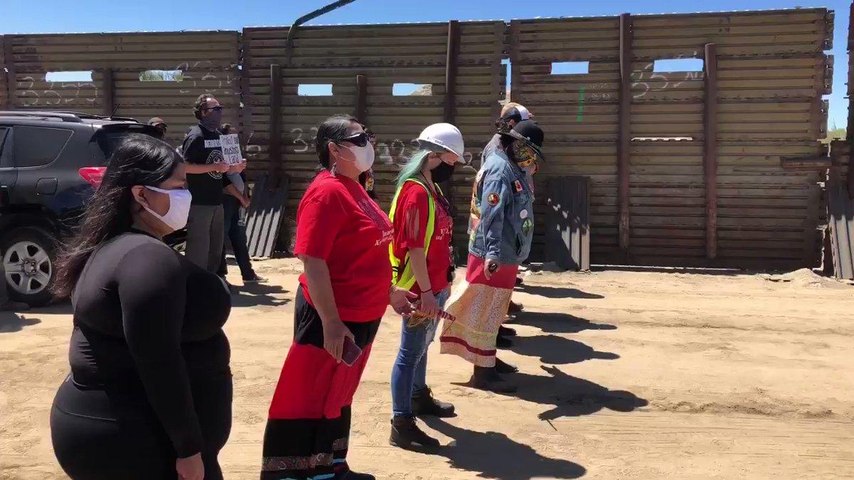 Una tribu indígena de California se enfrenta a un muro fronterizo ...
