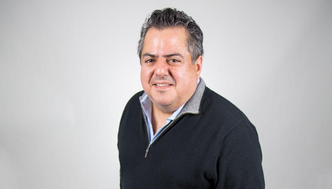 Luis Manuel Ramírezes un cubano-americanoque actualmente trabaja comogeneral del transporte de Boston. Nos visitóen la sala de redacción de AL DÍANews en marzo. Foto: Samantha Laub /AL DÍA News