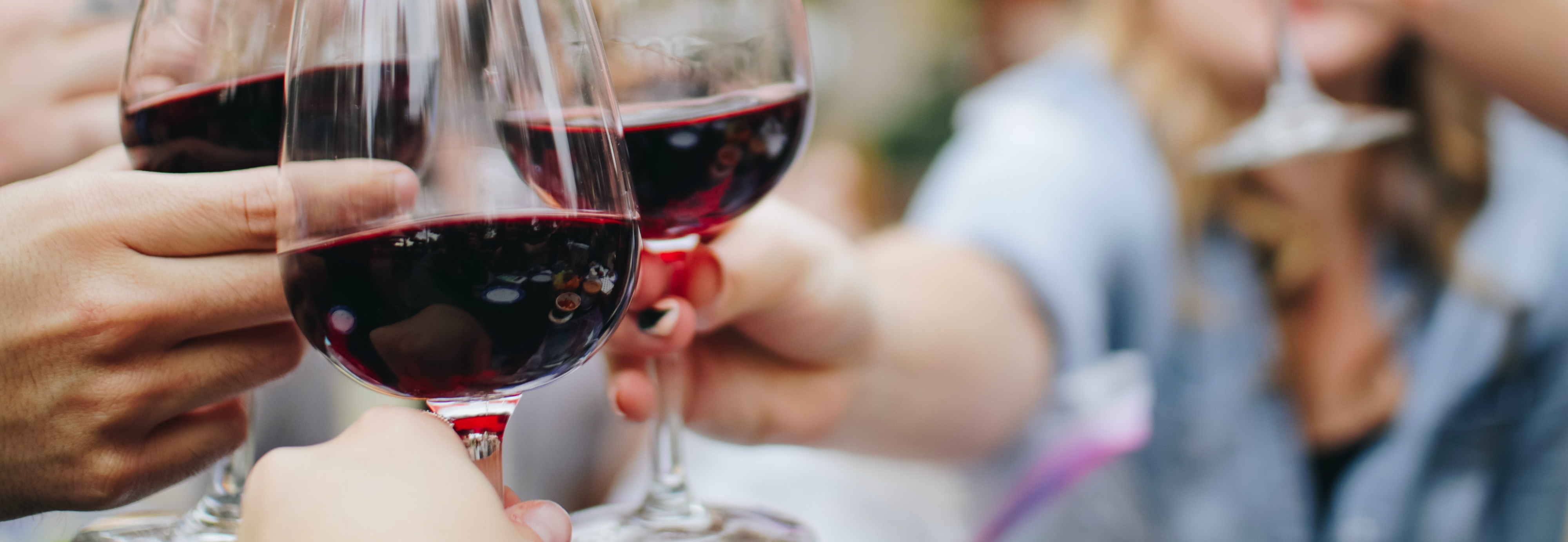 Un consumo moderado de alcohol, podría ayudarnos a vivir más años