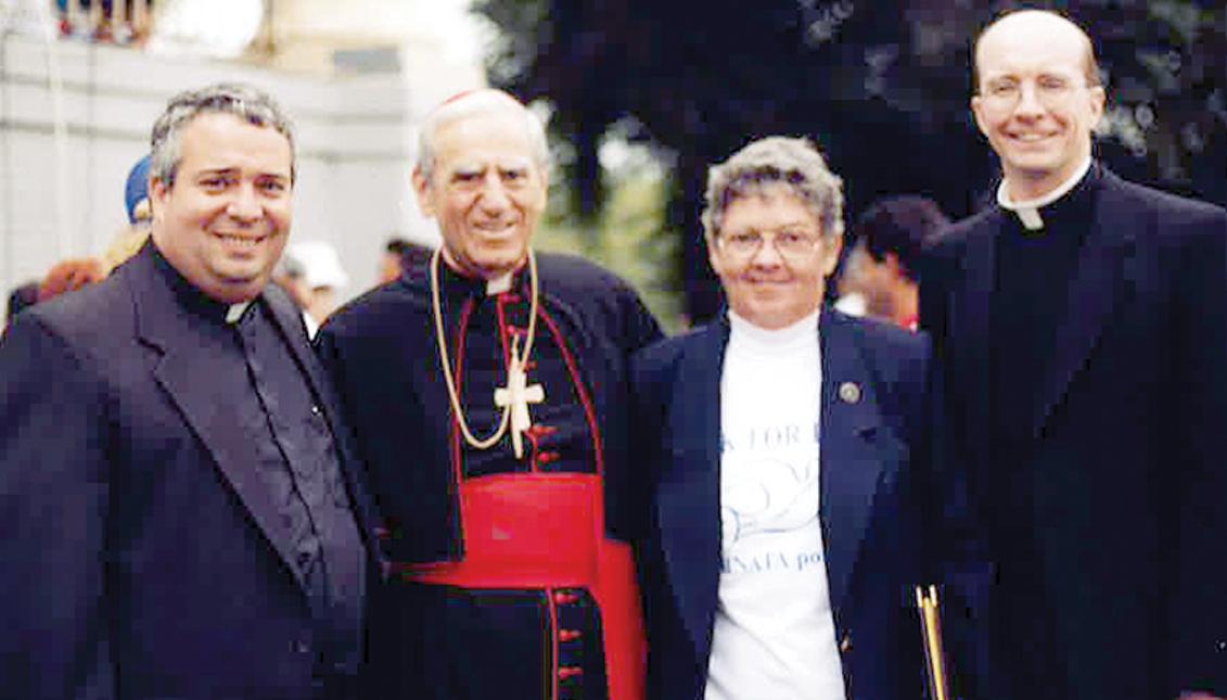 Nelson Jesús Pérez es un prelado americano de la Iglesia Católica Romana que sirve como el 14º Arzobispo de Filadelfia.