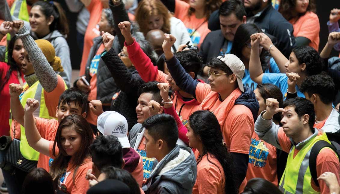 Cientos de jóvenes soñadores de diferentes estados del país marchan durante una manifestación para pedir la aprobación de la ley Clean Dream Act frente al Capitolio en Washington, DC. EFE