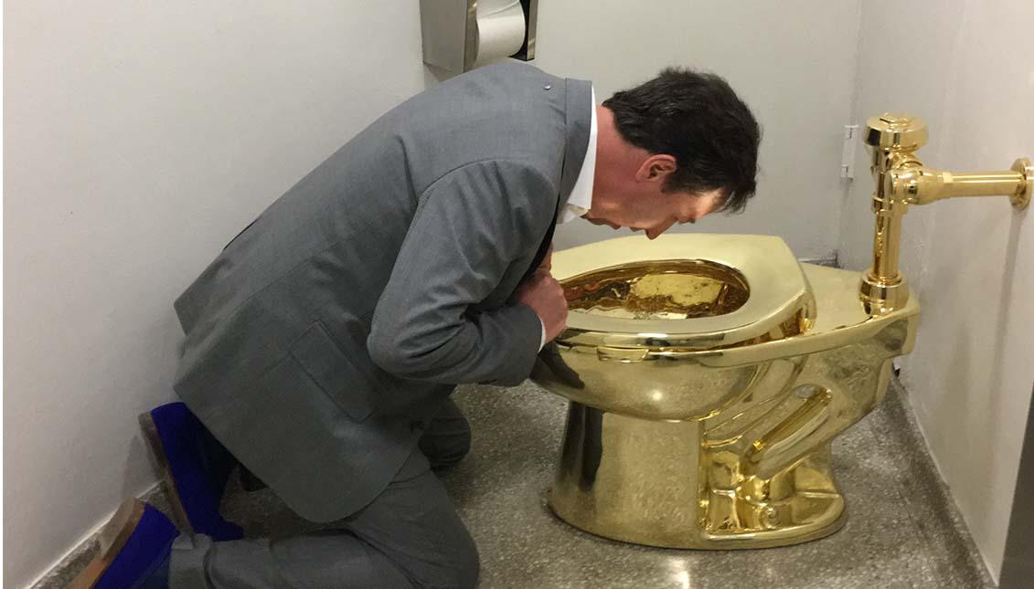 """""""America"""", el retrete de oro de Cattelan que fue robado hace unos meses."""