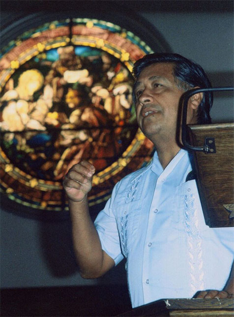 Cesar Chavez speaking at the Church of the Epiphany, 1982. PHOTO BY NANCY VON LAUDERBACK TOVAR, CHURCH OF THE EPIPHANY ARCHIVES.
