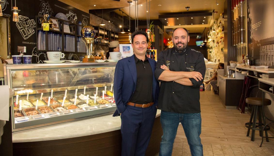 Ricardo Longo (izquierda) y Stefano Biasini (derecha). Gran Caffé L'Aquila. Foto: Samantha Laub / AL DÍA News