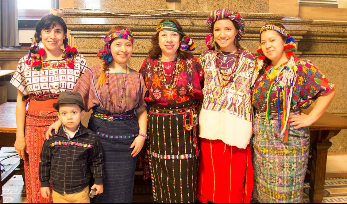 Un grupo de guatemaltecas lucieron vestidos tradicionales de la cultura maya. Foto: Edwin López Moya / AL DÍA News