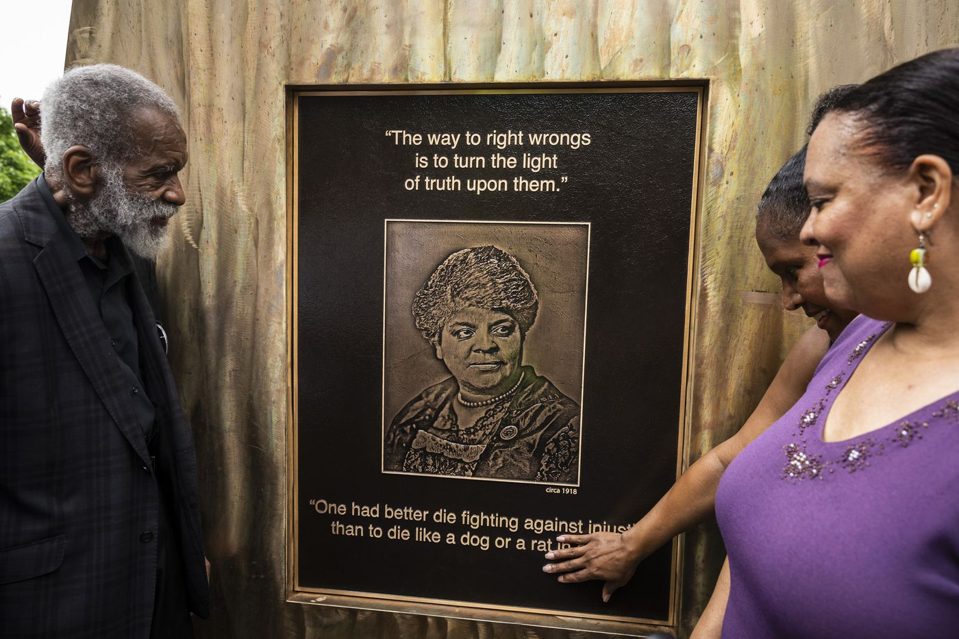 Artist Richard Hunt, Michelle Duster, and Ald. Sophia King (4th) unveil a portion of the Ida B. Wells monument at East 37th Street and South Langley Avenue in Bronzeville on the South Side. Photo Credit: Ashlee Rezin Garcia/Sun-Times