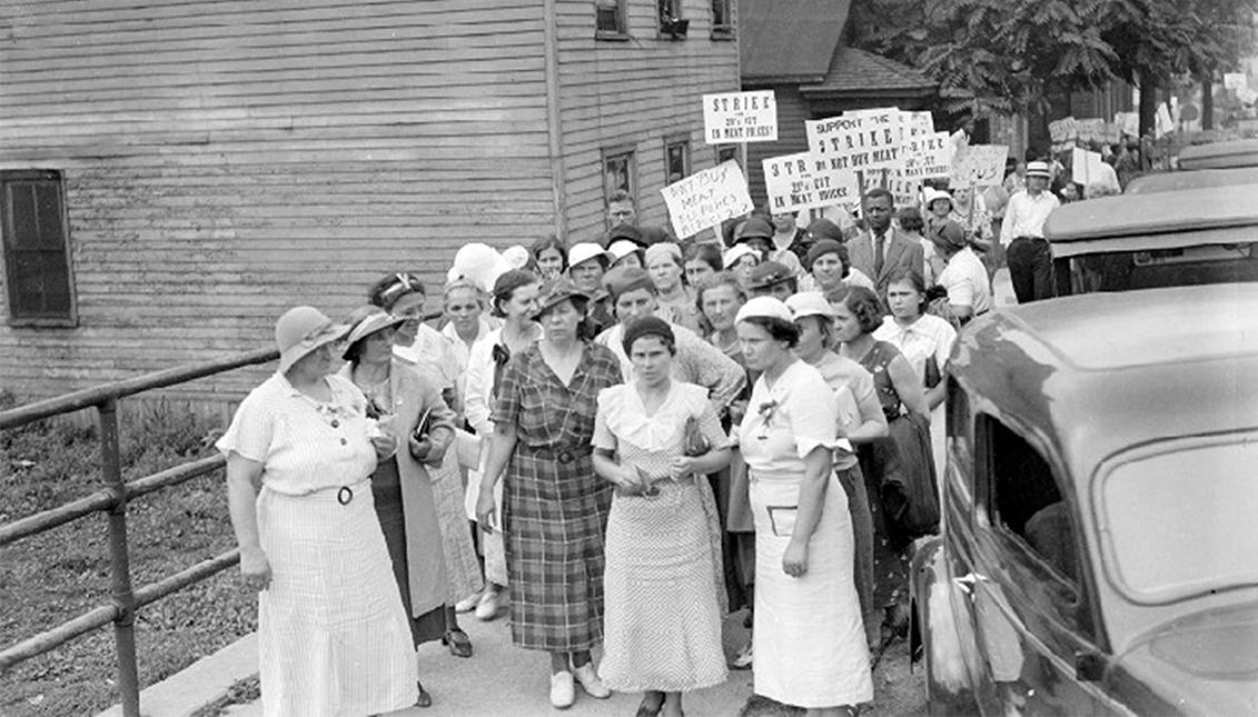 Las mujeres protestan frente a restaurantes y carnicerías en Hamtramck, Michigan, 1935. Cortesía de Walter P. Reuther Library