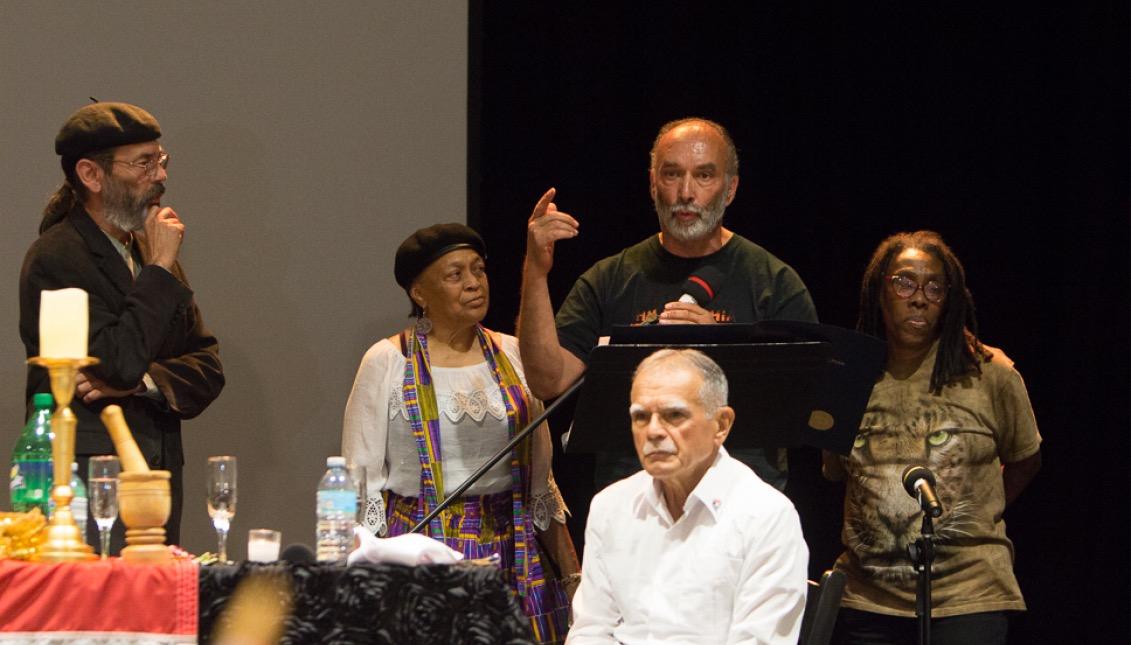 Pam Africa, Carlos Africa y Ramona Africa junto a Luis Sanabria y Óscar López Rivera. Foto: Edwin López Moya / AL DÍA News