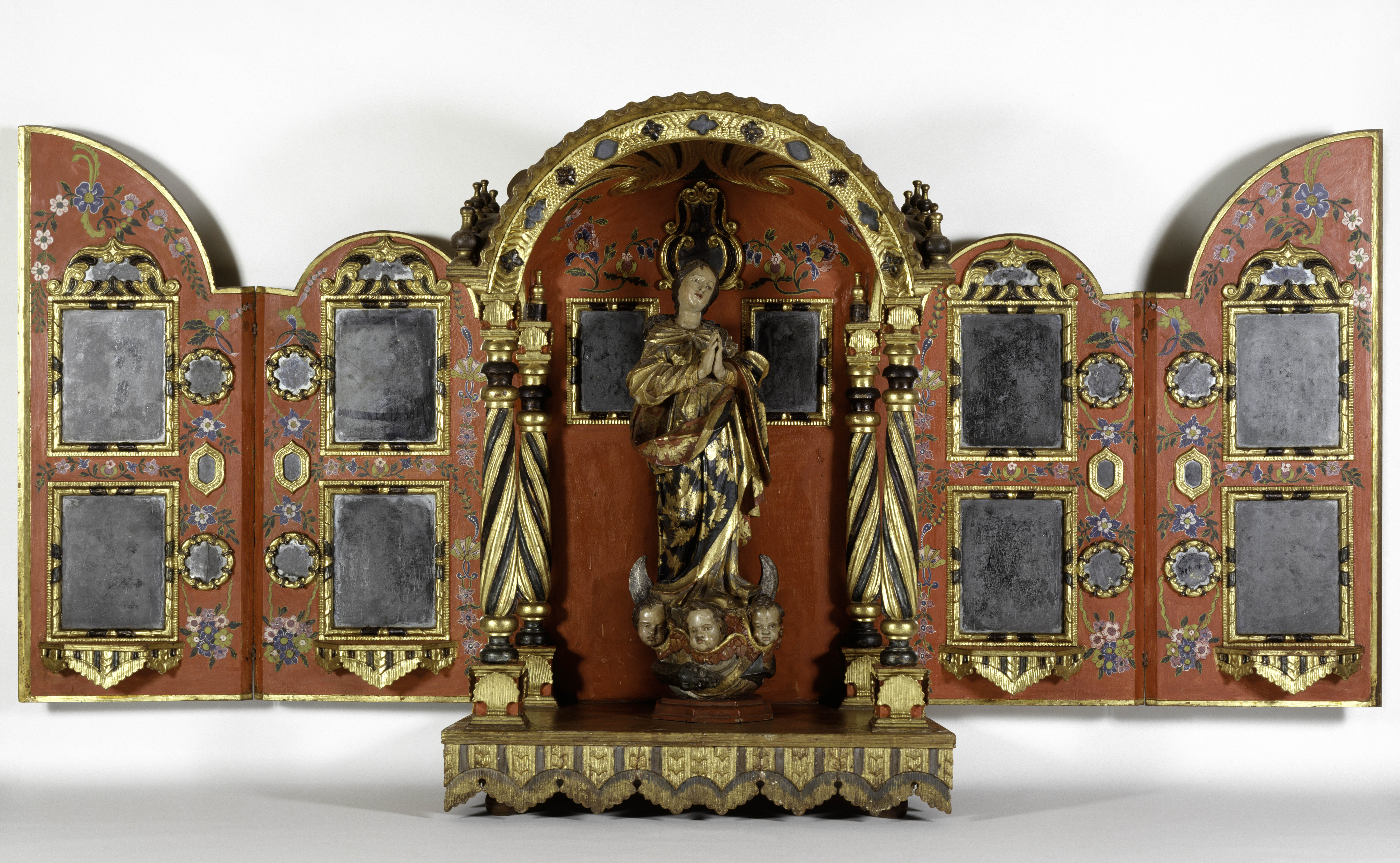 Unidentified artist (Mexico), Tabernacle, 18th century, gilded and painted wood, mirrors. Courtesy of the Coleccíón Patricia Phelps de Cisneros