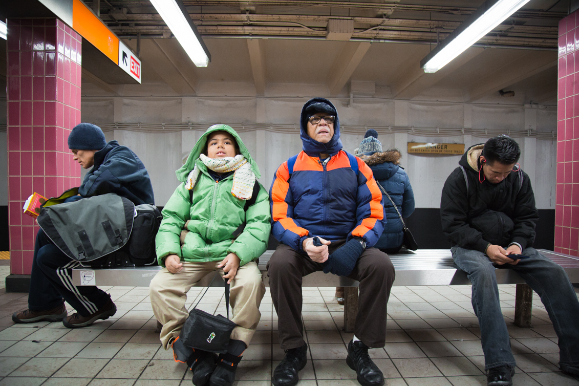 Raúl Berríos and his son Asaf Berríos waiting for the train at Snyder Avenue in South Philly. Photo: Samantha Laub / AL DÍA News