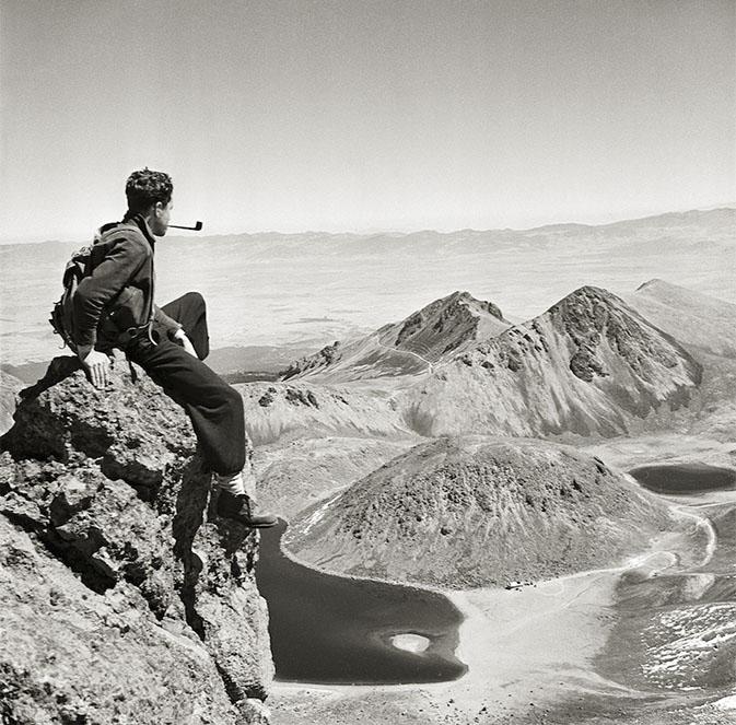 Autorretrato en el Nevado de Toluca (Estado de México) década de 1950.