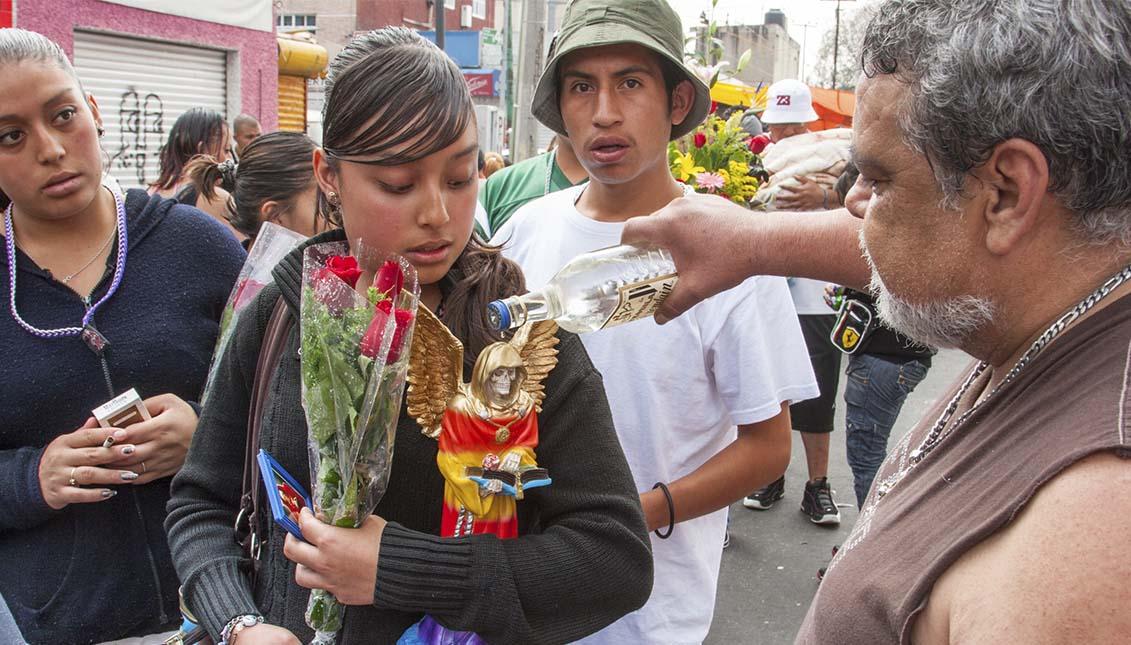 Devoción por la Santa Muerte en Tepito, Mexico. Getty Images.