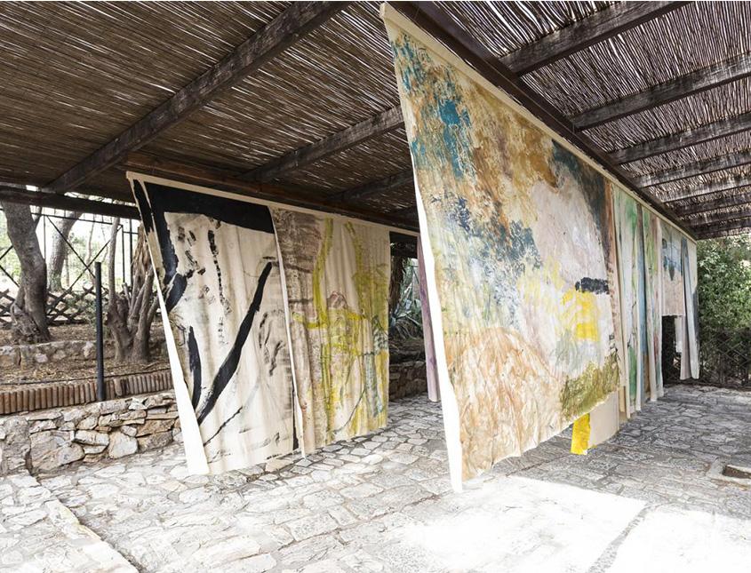 Bungalow propiedad de Vivian Suter en Guatemala. Vía Vivian's Garden.