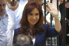BUENOS AIRES (ARGENTINA). 22/09/2016 -Ex president of ArgentinaCristina Fernández greets a group of people.