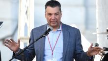 El Secretario de Estado de California, Alex Padilla, ve el apoyo de los grupos de defensa de Latinx para convertirse en el primer senador latino del estado. Foto: Getty Images