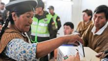 An Aymara woman casts her vote during the presidential elections in La Paz, Bolivia, on October 20, 2019. (JORGE BERNAL / Getty Images)