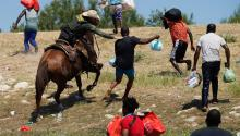 A United States Border Patrol agent on horseback tries to prevent this Haitian from entering to a camp on the edge of Rio Grande, near the Acuña del Rio International Bridge, in Texas. This operation was harshly criticized. In recent days, about 1,500 Haitians have been deported to their country. Getty Images