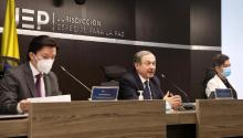 From left to right, JEP magistrates Óscar Parra, Eduardo Cifuentes, and Nadiezhda Henríquez. The high court investigates what happened with the 'false positives', as well as other major cases related to the armed conflict, such as the taking of hostages by the FARC-EP, the situation of heavily affected populations, crimes against members of the party Patriotic Union politician and the recruitment of children. jJEP