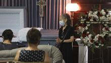 Maria Ruiz, center, widow of Jose Almanza, thanks those in the community taking the time to say goodbye to her husband during his funeral service on Aug. 15, 2020. Photo: Abel Uribe/Chicago Tribune.