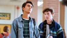 """""""Love, Victor"""", la ficción spin-off de """"Love, Simon"""", acaba de estrenar su primer adelanto. La serie, dirigida por Greg Berlanti, aterrizará en la pantalla de Hulu el próximo 19 de junio. nbcnews"""