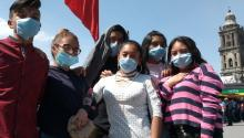 Mexico's youth believes the coronavirus vaccines have microchips inside. Photo:eluniversal.com.mx