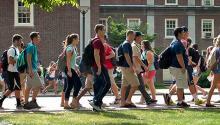 Penn State obliga a llevar mascarillas en los espacios interiores. Foto: Facebook.