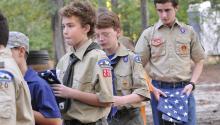 Boys Scouts recogiendo la bandera americana tras los atentados del 9/11. Foto: U. S. Air Force photo/Sue Sapp
