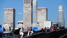 El primer ministro chino dijo que China está comprometida con la apertura de su economía, aunque el proceso se llevará a cabo gradualmente.