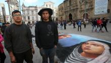 Peruvian artists Christian Ventura and Amador Quispe pose next to their chalk painting in La Paz, Bolivia, May 3, 2017. EFE/MARTIN ALIPAZ
