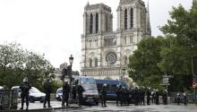 French police officers install a security parameter outside of the Notre Dame cathedral after a man attacked a police officer with a hammer, in Paris, France, June 6, 2017. EPA/YOAN VALAT
