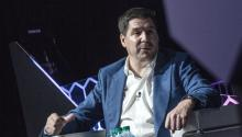 Sprint CEO Marcelo Claure, speaks during the first day of the Technological Forum Americas Emerge 2017 at the Conventions Center of Miami Beach, Florida, United States, June 12, 2017. EFE/Giorgio Viera