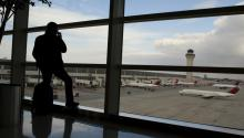 File photo showing a passenger watching several aircrafts at Detroit's Metropolitan Airport in Romulus, Mitchigan, United States on Dec. 26, 2009. EFE/Jeff Kowalsky