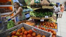 Customers shop in the vegetables section of a store in Rio de Janeiro, Brazil, 09 March 2016. EPA/MARCELO SAYAO