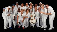 Cuban orchestra Los Van Van members. EFE/Lehman Center for the Performing Arts/Luis M. Gell