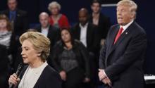 Republican Donald Trump (R) and Democrat Hillary Clinton (L) during the second Presidential Debate at Washington University in St. Louis, Missouri, USA, 09 October 2016. EFE/EPA/SAUL LOEB