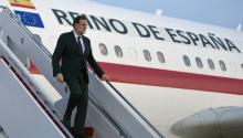 A handout photo made available by the Spanish Government shows Spanish Prime Minister Mariano Rajoy disembarking from a plane as he arrives at Andrews Air Base in Washington, DC, USA, 25 September 2017, a day ahead of his meeting with US President Donald J. Trump. EPA-EFE/SPANISH GOVERNMENT/DIEGO CRESPO