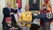 President Donald Trump released a racist joke during a ceremony honoring Native American veterans of World War II on Monday, November 27, 2017 at the White House. Photo: EPA-EFE / Oliver Contreras / POOL