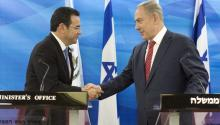 El presidente de Guatemala, Jimmy Morales, estrechó la mano del primer ministro israelí, en un encuentro realizado en noviembre de 2016. Foto: EPA-EFE/ABIR SULTAN / POOL