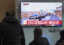 People watch a TV report on inter-Korean high-level talks at Seoul Station in Seoul, South Korea, 09 January 2018.