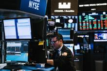 Traders work on the floor of the New York Stock Exchange (NYSE) at the Opening Bell in New York, New York, USA, March 23, 2018. EPA-EFE/ALBA VIGARAY