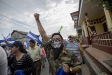 A motorist participates in a protest against the government of Nicaraguan President Daniel Ortega, in the municipality of Niquinohomo, Nicaragua,  May 5, 2018. EFE