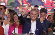 The president elect of Colombia, Ivan Duque (C), greets supporters at his campaign headquarters in Bogota, Colombia, Jun. 17, 2018. EFE