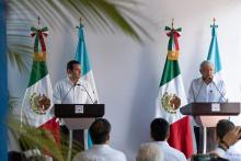Mexican President-elect Andres Manuel Lopez Obrador (R) and Guatemalan President Jimmy Morales (L) hold a joint press conference after their meeting in Tuxtla Gutierrez, Mexico, on 28 August 2018. EFE-EPA/Rodrigo Pardo