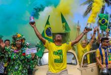 Supporters of far-right presidential candidate Jair Bolsonaro show support in front of his condominium of Barra de Tijuca, in Rio de Janeiro, Brazil, Oct 28, 2018. EPA-EFE/Antonio Lacerda