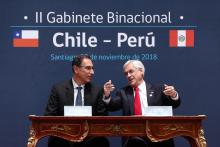 Chilean President Sebastian Piñera (R) and Peruvian counterpart Martin Vizcarra (L) met here Tuesday to confirm the health of bilateral relations and sign a series of agreements. EPA/EFE/Alberto Valdes