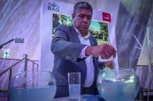 Patricio Cabezas shows how the biodegradable plastic grocery bags manufactured by his Chilean firm - Solubag - dissolves in water in just three minutes at an event in Miami on Dec. 4, 2018.  EFE-EPA/Giorgio Viera