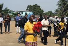 La liberianaBeatrice Yardolo a su salida de aUnidaddeTratamientodelÉbola(UTE) en Monrovia.Foto: EFE.